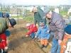 Turbigo-nonni e nipoti curano l'orto