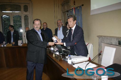 Castano Primo - Il sindaco Rudoni premia Dario Mauri
