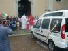 Magnago - Il parroco benedice il nuovo automezzo