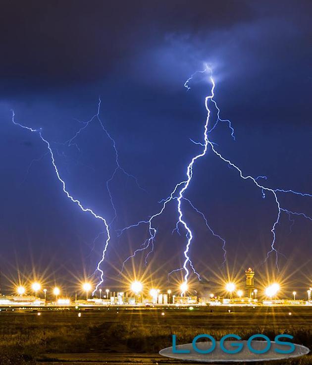 Malpensa - Fulmini sull'aeroporto, foto di Franco Gualdoni
