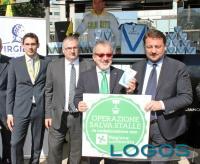 Milano - Il 'latte della solidarietà'