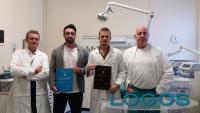 Legnano / Salute - I dottori Gimigliano e Caprioli con i giovani laureati di fresca nomina