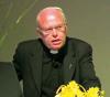 Vanzaghello - Il parroco don Armando (Foto internet)