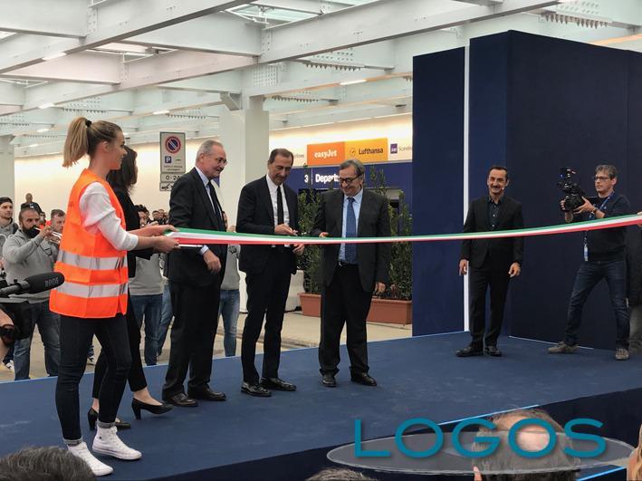Milano - Il taglio del nastro della nuova facciata dell'aeroporto di Linate
