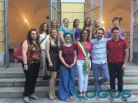 Inveruno - Il sindaco Sara Bettinelli con i giovani premiati