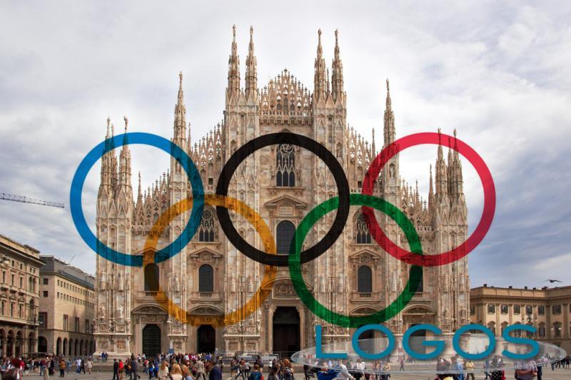 Milano - Il Duomo con i cinque cerchi olimpici (da internet)