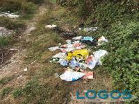 Buscate / Cuggiono - Rifiuti abbandonati nelle campagne del territorio.2