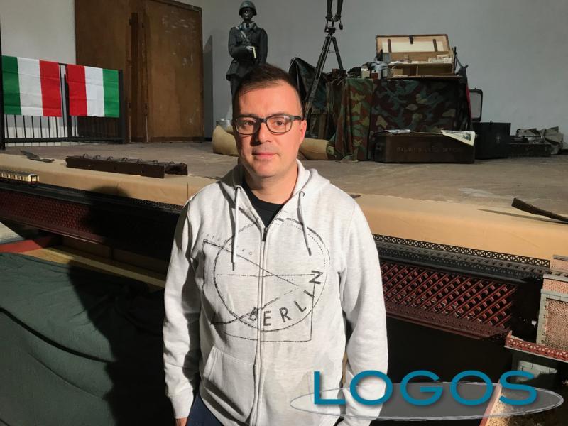 Turbigo - Alessandro Schirone con il modellino del ponte sul Ticino