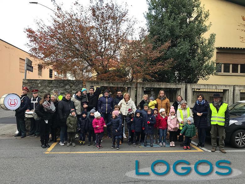 Turbigo - L'inaugurazione del calendario gigante con bimbi e genitori