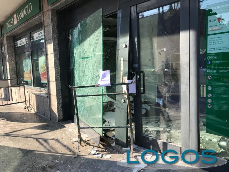 Cronaca - Malviventi colpiscono in banca