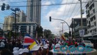Panama - Giovani in attesa del passaggio di Papa Francesco