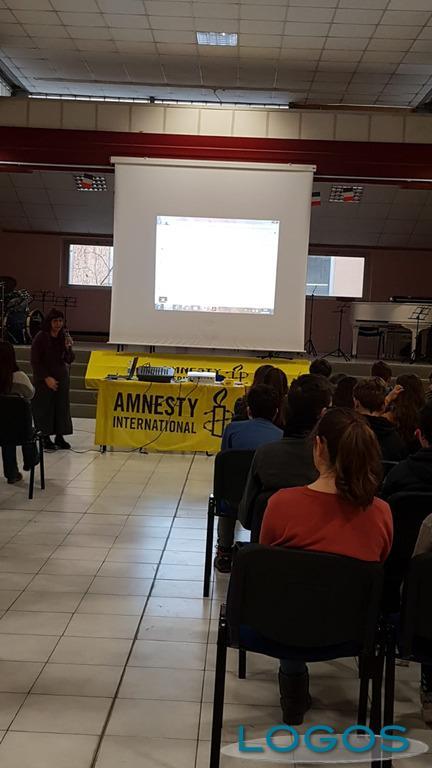Magenta - Amnesty International incontra gli alunni