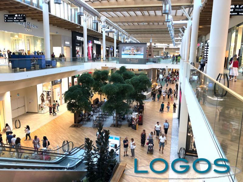 Attualità - Centro commerciale (Foto internet)