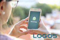 Attualità - Smartphone servizio whatsapp (Foto internet)
