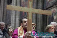 Sociale - Via Crucis con l'Arcivescovo Mario Delpini