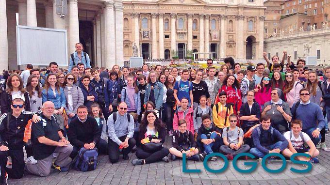 Sociale - Un gruppo di giovani a Roma