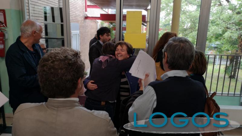 Busto Garolfo - Susanna Biondi accolta ai seggi per la rielezione 2019