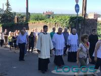 Turbigo - Un momento del corteo fino in chiesa