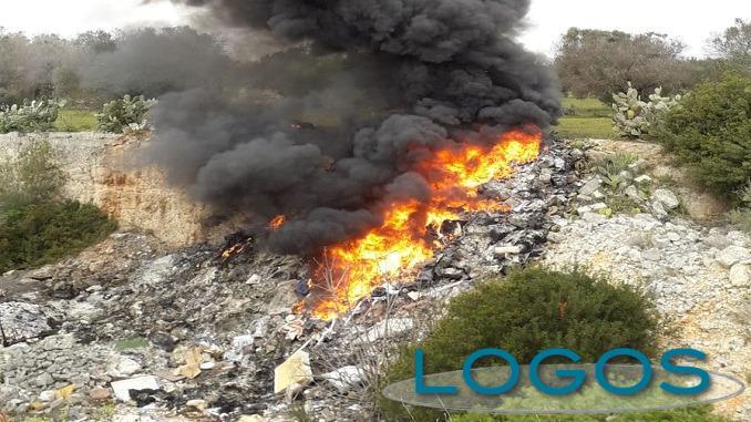 Generica - Rifiuti che bruciano (da internet)