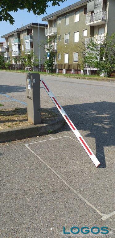 Magenta - Atti vandalici al multipliano ed al parcheggio dell'ospedale