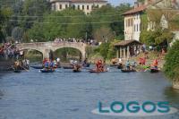Bernate Ticino - La storica regata (Foto d'archivio)