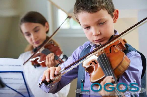 Musica - Bambini al violino (da internet)