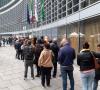 Milano - In coda per salire al 39° piano di Palazzo Lombardia