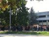 Castano - Studenti fuori dall'istituto 'Torno' in attesa degli autobus