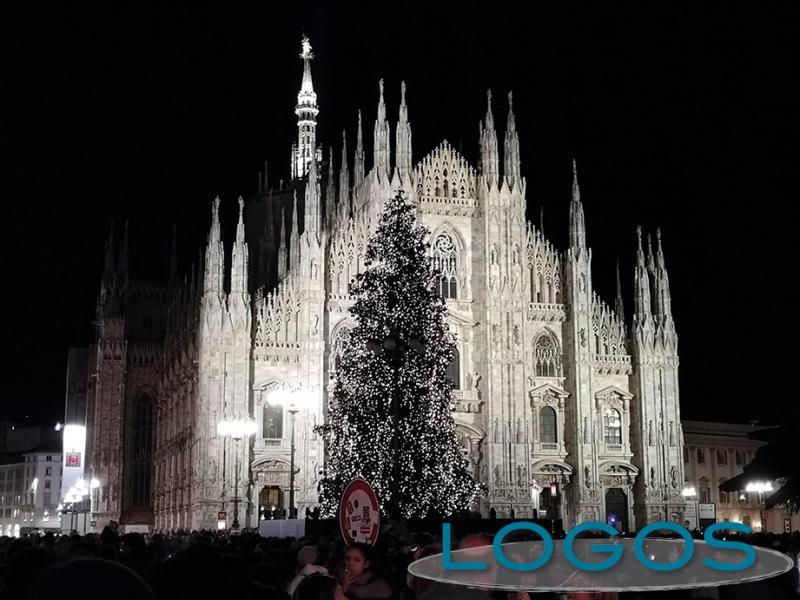 Milano - Natale in piazza Duomo (Foto d'archivio)