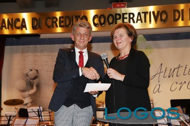 Territorio - Il presidente della Bcc, Roberto Scazzosi, con il sindaco di Busto Garolfo, Susanna Biondi