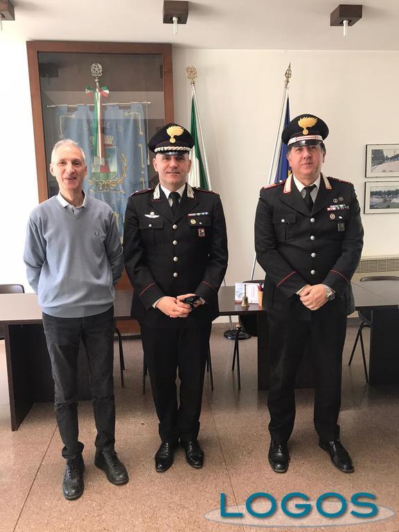 Nosate - Il sindaco Roberto Cattaneo con il maggiore Alfonso Falcucci e il luogotenente Cosimo Paglialunga