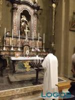 Inveruno - Don Marco prega Santa Teresa per il virus