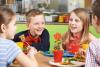 Generica - Bambini fanno merenda (foto internet)