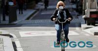Salute - In bicicletta con la mascherina (foto internet)