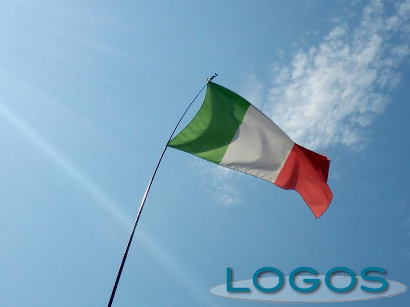 Attualità - Bandiera italiana al vento