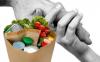 Nosate - Pacchi alimentari alle famiglie bisognose (Foto internet)