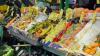 Generica - Un banco di frutta al mercato (foto internet)