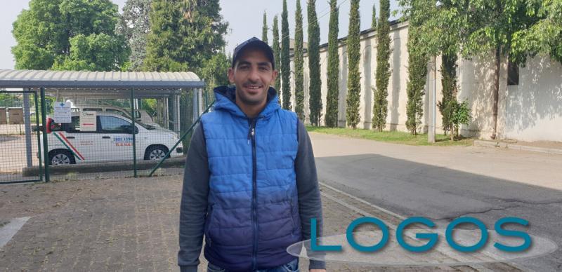 Magenta - Marocchino si offre per fare la spesa