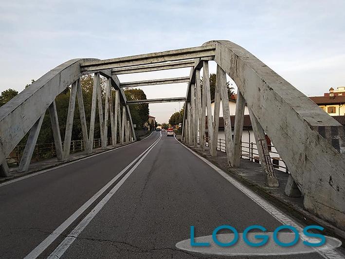Turbigo - Il ponte in cemento sul Naviglio (Foto d'archivio)