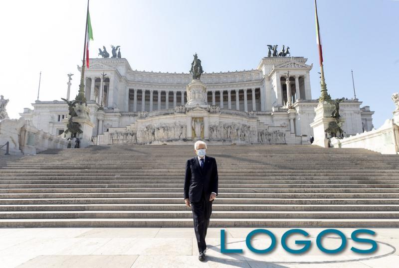 Roma - Mattarella al Milite Ignoto con la mascherina