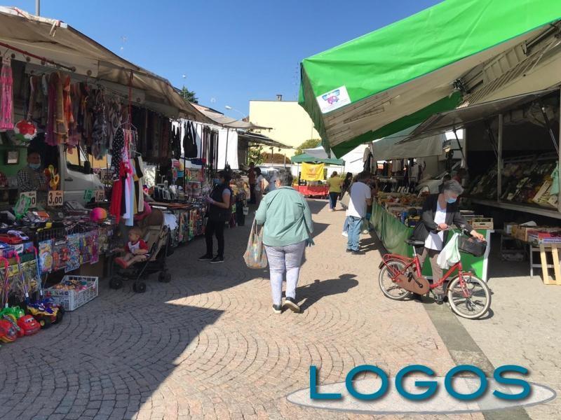 Turbigo - Il mercato 'post' lockdown (Foto d'archivio)