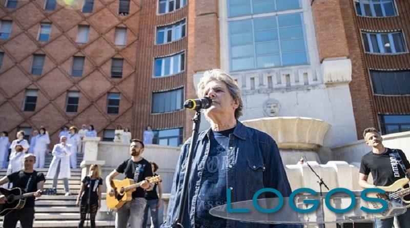Musica - Fausto Leali canta per gli 'Spedali Civili' di Brescia (Foto internet)