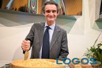 Sapori - Il presidente Fontana con il Grana Padano