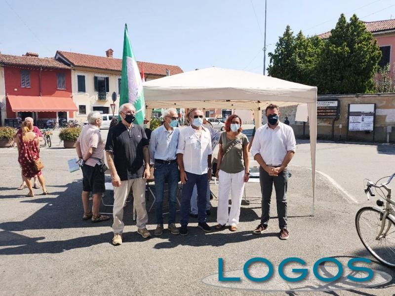 Cuggiono - Esponenti di 'Cuggiono Democratica' con alcuni sindaci del territorio.