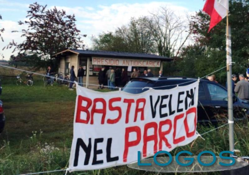 Territorio - Discarica nel Parco del Roccolo (Foto internet)