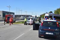 Castano - I soccorritori sul luogo dell'incidente (Foto Pubblifoto)