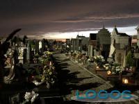 Sociale - Un cimitero nel periodo dei 'Morti'