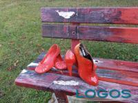 Cuggiono - La panchina rossa nel Parco di Villa Annoni