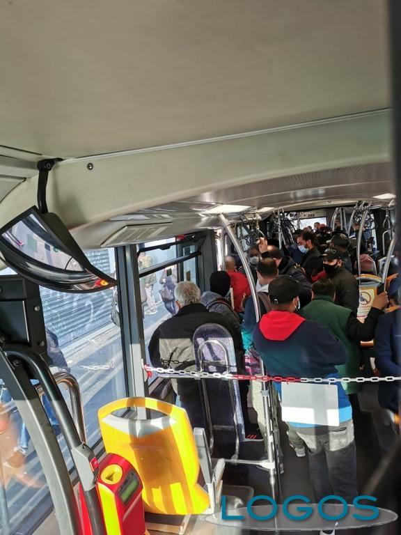 Territorio - Una delle tante situazioni sui mezzi pubblici