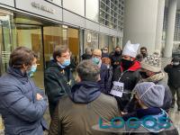 Milano - Ristoratori in protesta sotto Palazzo Lombardia